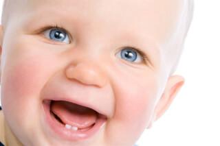 Режутся зубы у ребенка: симптомы, проблемы, помощь