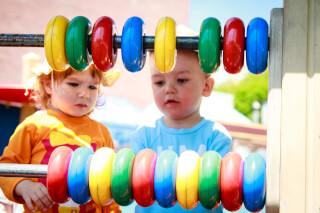 Как научить цветам ребенка после года