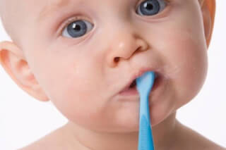 Как научить ребенка чистить зубы самостоятельно